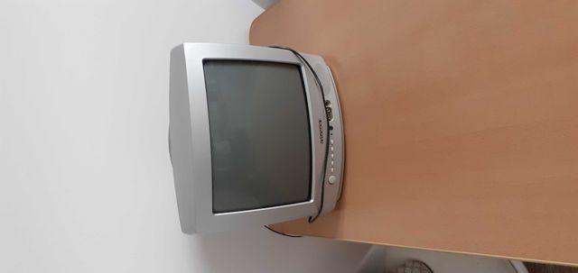 Mały     Telewizor stary    sprawny