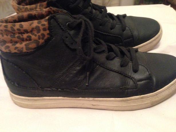 Ténis bota pretos com padrão, marca Bershka, tamanho 37
