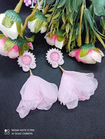 Pudrowy róż różowe kolczyki sutasz na wesele ślub prezent