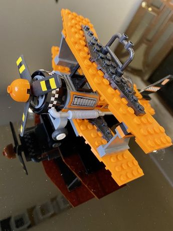 Самолёт LEGO