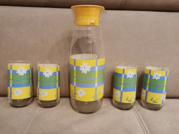 Dzbanek do napojów +4 szklanki