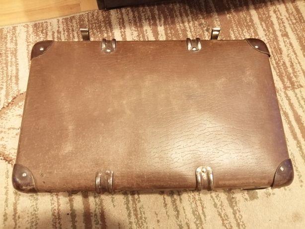 Stara walizka wyprodukowana w Zgorzelcu
