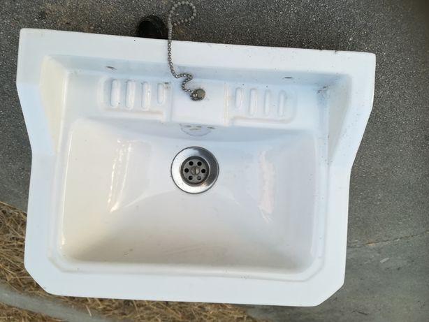 Mini lavatório com corrente e tampa