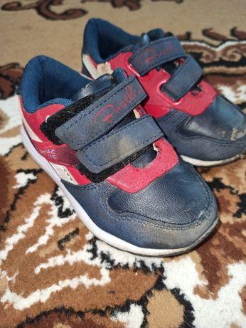 Отдам даром осеннюю обувь на мальчика 1-3 года