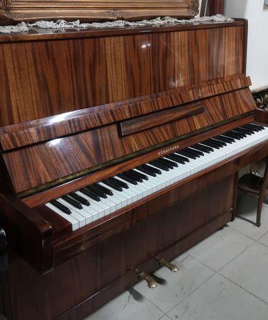 Piano vertical Strausser