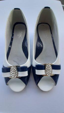 Buty - lakierki - wyjątkowe dla dziewczynki - roz. 32