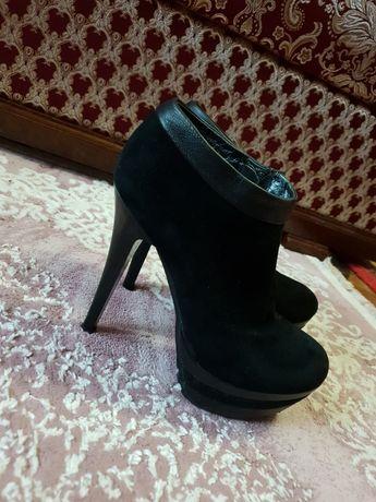 Замшеві черевички 35/36 розміру