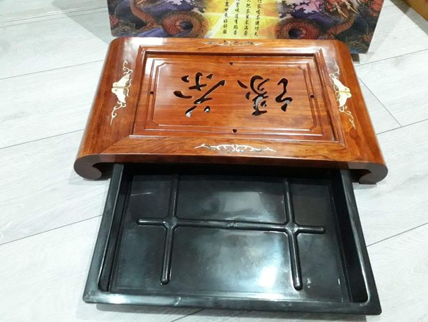 stolik - taca z drewna rzeźbiona
