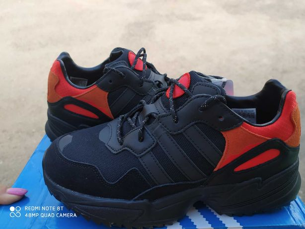 Кроссовки Адидас Adidas Yung-96, на широкую ногу, стелька 25 см и 26см