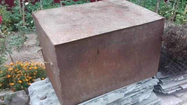 Металевий ящик