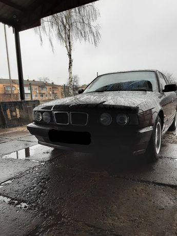 Продам автомобіль BMW 520