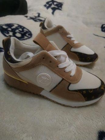 Adidasy obuwie sportowe 37