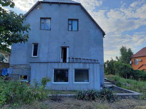 Дом в центре Великодолинского