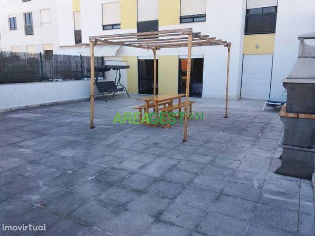 T3 com terraço e lugar garagem para arrendar, na Galiza