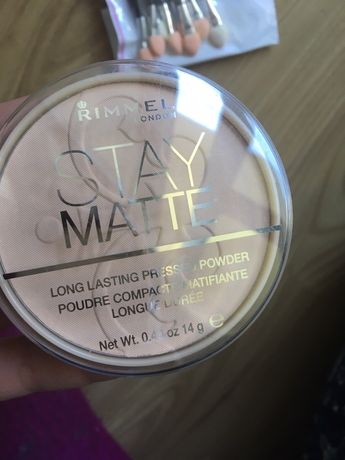 Puder Rimmel stay mate 004