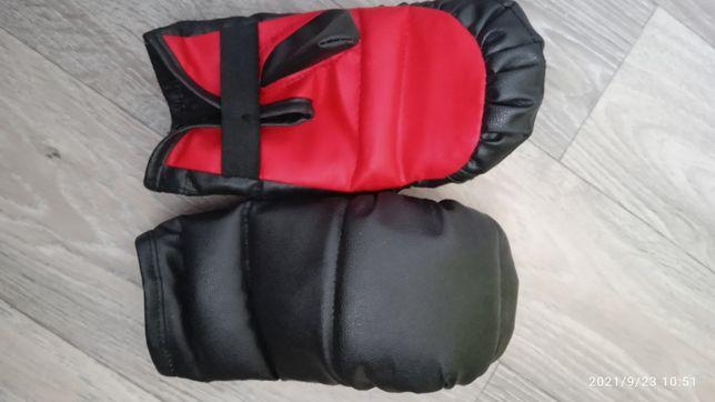 Боксерские перчатки детские.