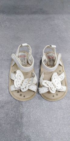 Sandałki białe niechodki Next 12 cm