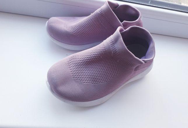 Легкая обувь для девочки