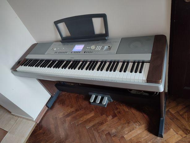 Pianino Yamaha DGX 640