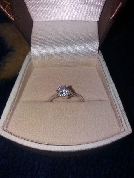 Śliczny SREBRNY pierścionek