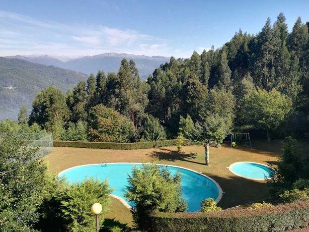 Casa Gerês em condomínio com piscina e ténis  , 900 euros mês