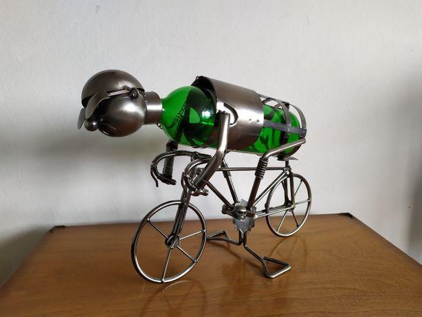Stojak na wino kolarz rower - metaloplastyka - prezent
