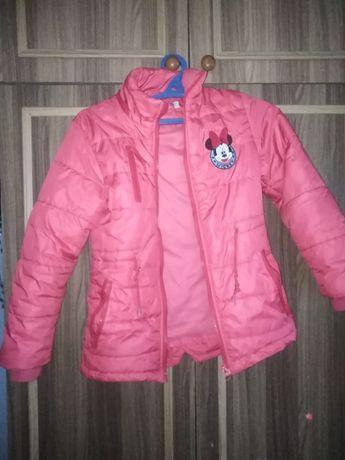 Продам детскую розовую курточку