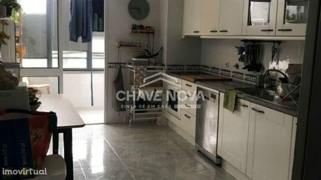 Apartamento T2 Arcozelo - Condomínio Fechado e 2 lugares de garagem