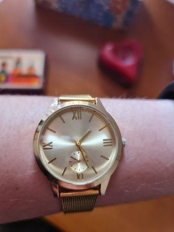 Relógio dourado seaside