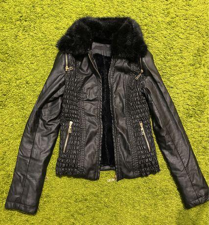 Куртка демисезонная кожзам весна -осень 42 размер в отличном состоянии