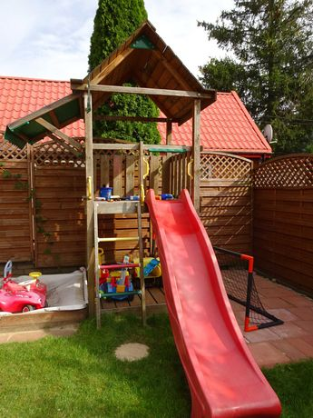 Domek dla dzieci do zabawy, plac zabaw