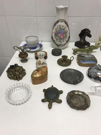 Lote 58 peças decoração antigas. Estanho. Porcelana. Louça decorativa.