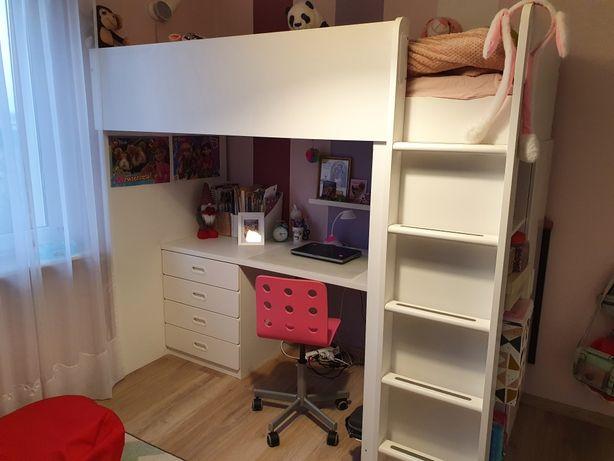 Łóżko na antresoli z szafą i biurkiem
