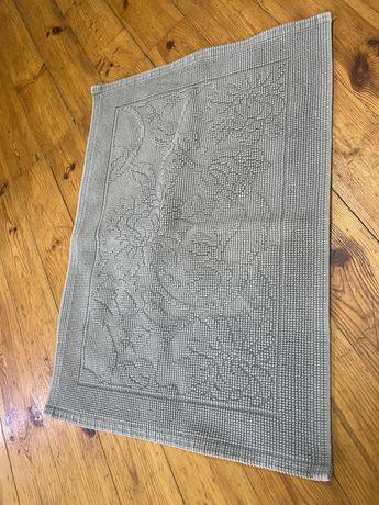 Szary dywanik łazienkowy zara home