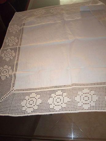 Centro de mesa ou toalha de linho caseiro