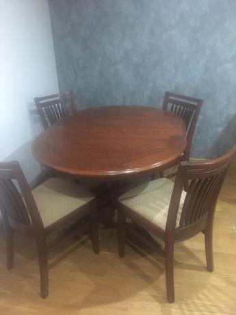 Stol z krzeslami