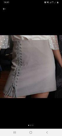 Серая замшевая юбка с завязками