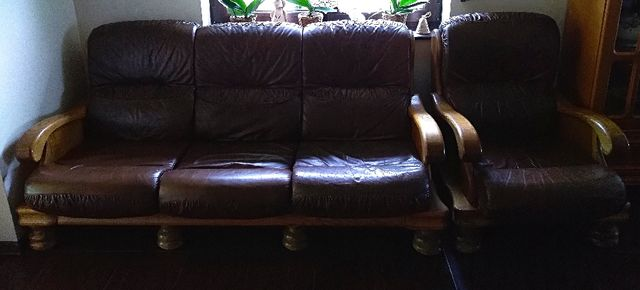 Skórzany komplet wypoczynkowy - kanapa plus fotel