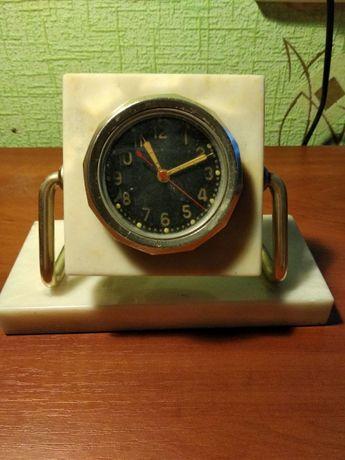 Часы настольные, из мраморного камня, нерабочие