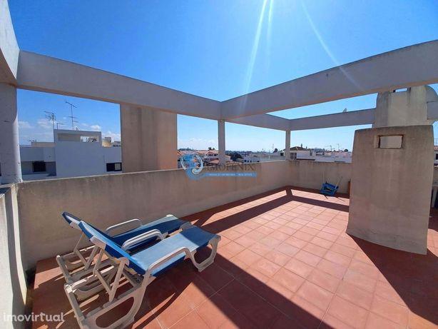 Apartamento T2 com grande terraço, perto da praia