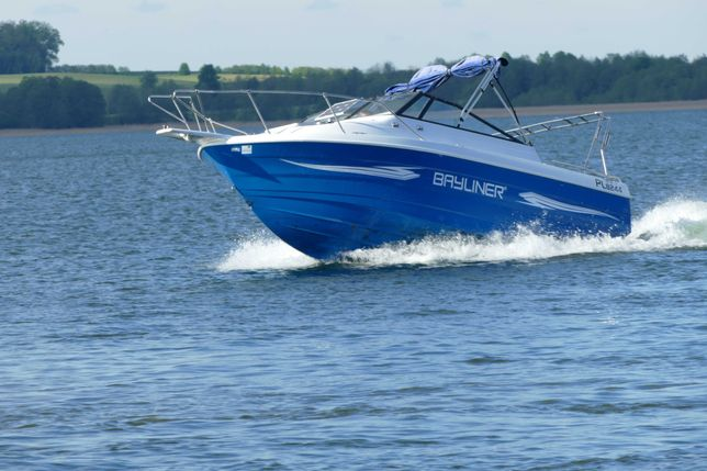 jacht motorowy bayliner 100 km łódź