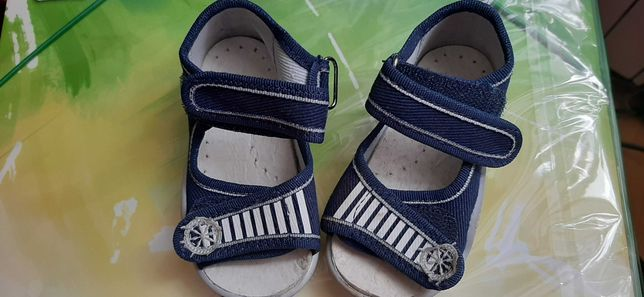 Sandałki kapcie 20 nowe