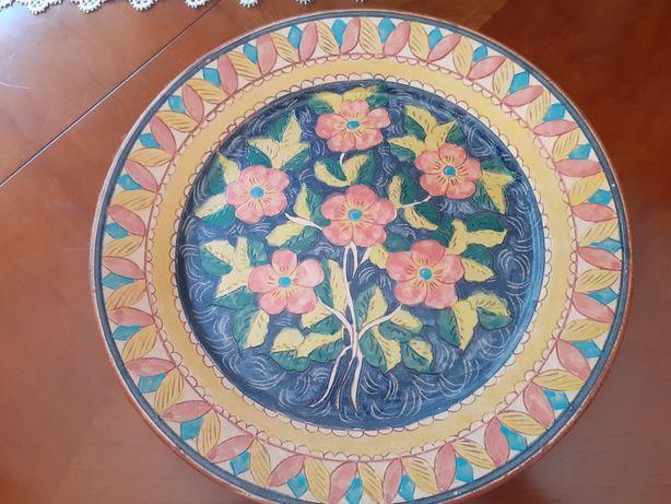 Prato pintado à mão.