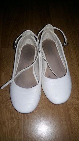 kremowe buty dziewczęce