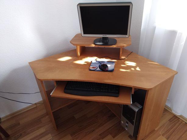 Komputer + monitor + biurko