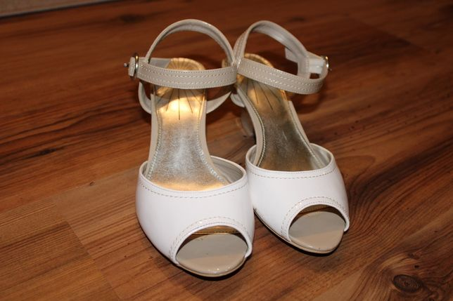 Sandały beżowo białe na niskim obcasie rozmiar 37