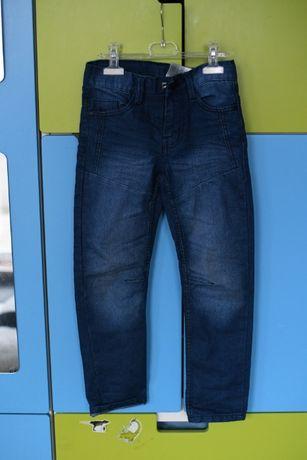 spodnie jeansowe dla chłopaka 128