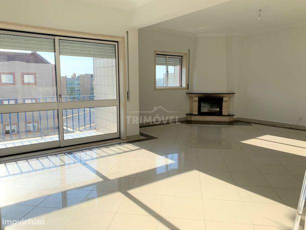 Apartamento T3 com 180m²