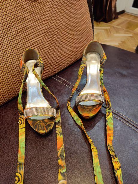 Босоножки женские. Туфли. Размер 39-40.