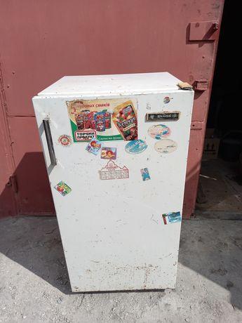 Продам холодильник для дачі гаража.